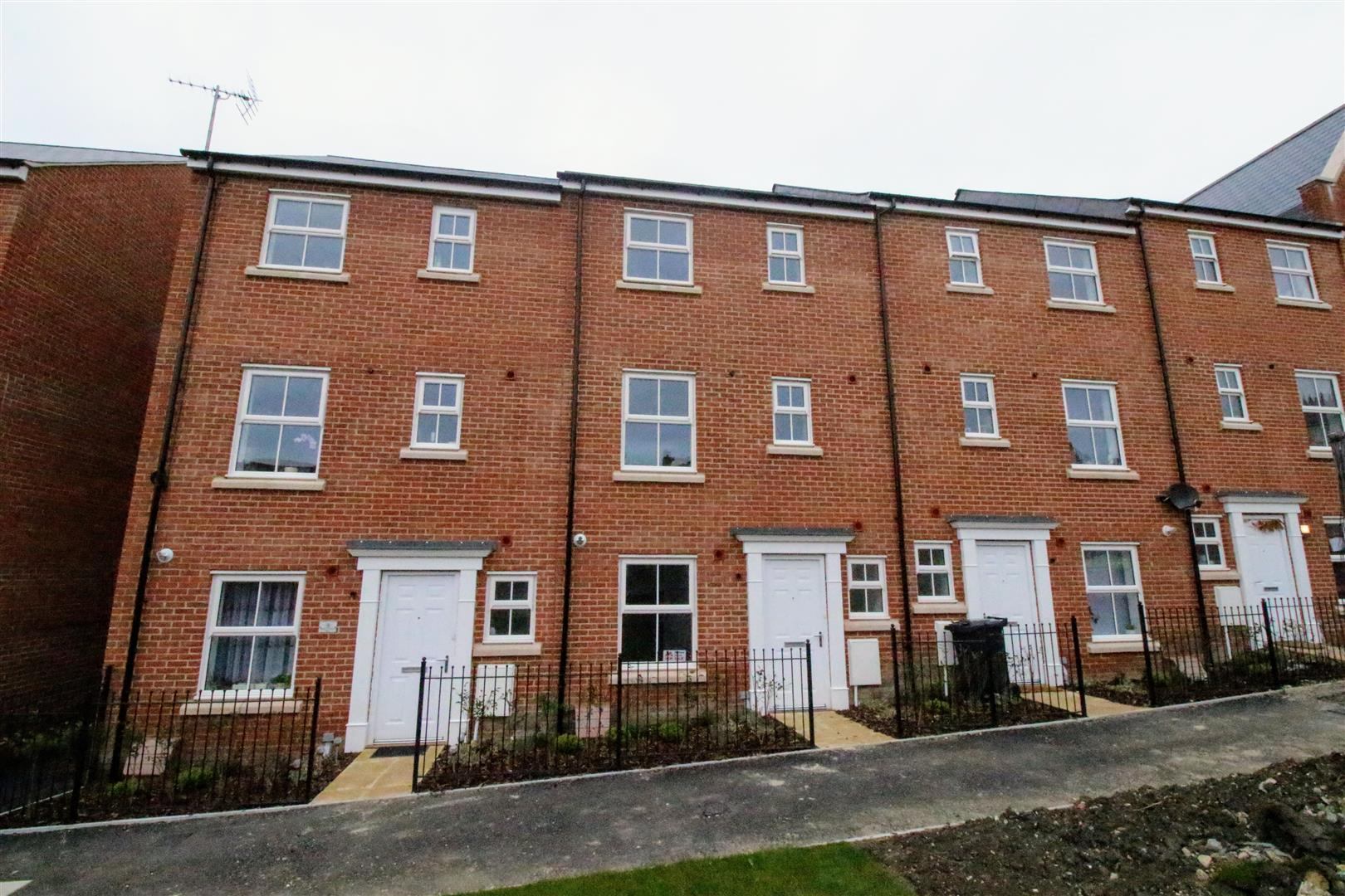 4 Bedrooms Terraced House for sale in Vaughan Williams Way, Redhouse, Swindon
